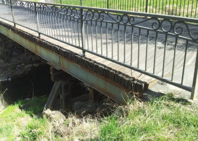 Errichtung der Fußgängerbrücke über dem Arany Bach in Szombathely